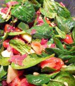 Salade de pousses d'épinard et bresaola