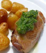 Cuisses de poulet et pommes de terre au pesto d'herbes