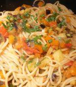 Spaghettis aux légumes de méditerranée