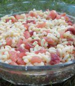 Salade de pâtes aux tomates, et jambon cru