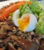 Oeufs, champignons et saumon