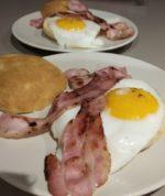 Pains Écossais œufs et bacon